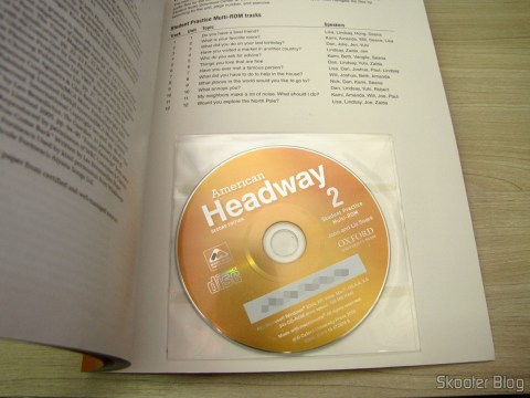 O CD na capa do American Headway 2 Student Book & CD Pack