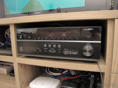 Yamaha RX-V675 7.2 Channel Network AV Receiver with Airplay, em funcionamento