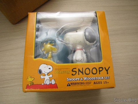 Action Figures of Snoopy & Woodstock, on its packaging