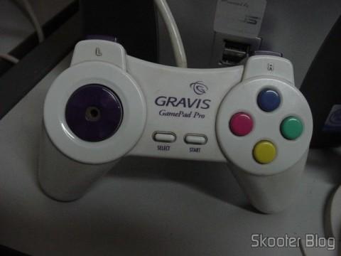 Destaque para o Gravis Gamepad Pro, era provavelmente um dos melhores joysticks da época e uma de minhas primeiras importações
