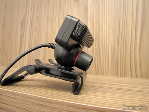 Suporte/Clip para Câmera Playstation Eye do Playstation 3 (PS3), com a Playstation Eye acoplada