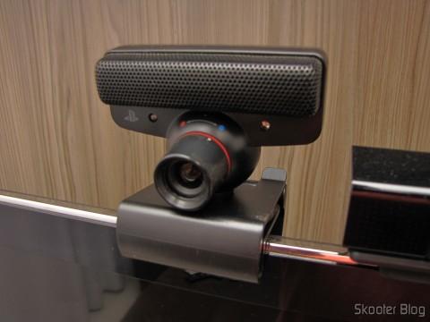 Suporte/Clip para Câmera Playstation Eye do Playstation 3 (PS3), com a Playstation Eye acoplada