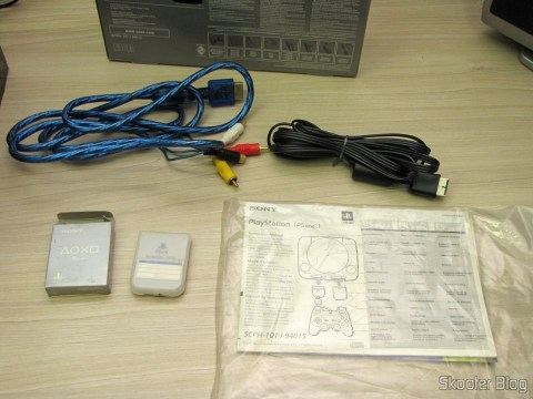 Manuals, Memory Card, A / V cable and A / V cable with S-Video Playstation One