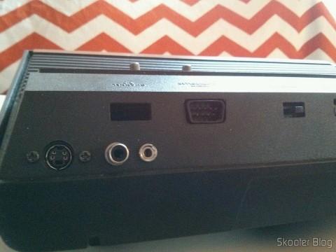 As saídas de S-Video, Vídeo Composto e Áudio Estéreo do Atari VCS/2600