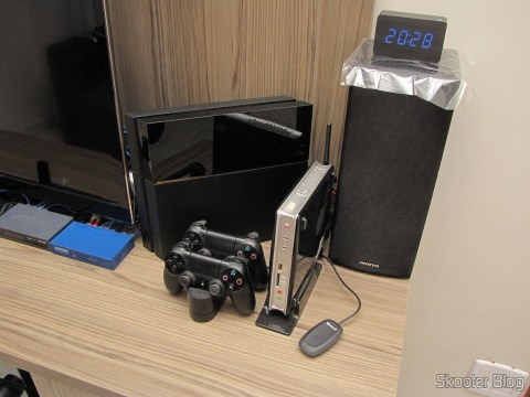Right off the TV: O Playstation 4 and the ZBox