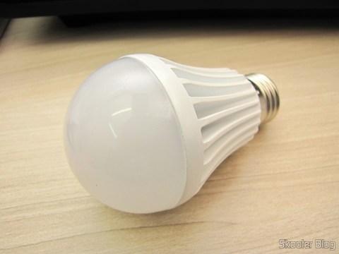 Lâmpada de Bulbo Branca com 9 LEDs 630lm 6500K 9W E27 100~240V AC (E27 9W 6500K 630lm 9-LED White Light Bulb (AC 100~240V))