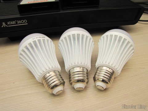 As 3 White bulb lamps with 9 LEDs 630lm 6500K 9W E27 100~240V AC (E27 9W 6500K 630lm 9-LED White Light Bulb (AC 100 ~ 240V))