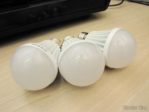 As 3 Lâmpadas de Bulbo Brancas com 9 LEDs 630lm 6500K 9W E27 100~240V AC (E27 9W 6500K 630lm 9-LED White Light Bulb (AC 100~240V))