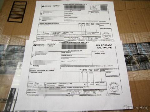 Formulário CN22 no Pacote com o Atari VCS/2600 com os mods de S-Video, Vídeo Composto, Áudio Estéreo e Pausa e seus acessórios
