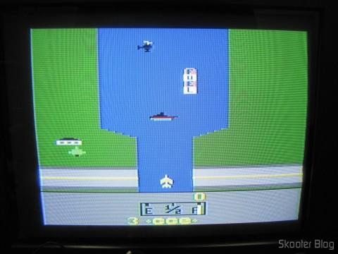River Raid no Atari VCS/2600 através da saída de vídeo composto
