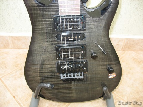Guitar Cort X-11: bridge and pickups