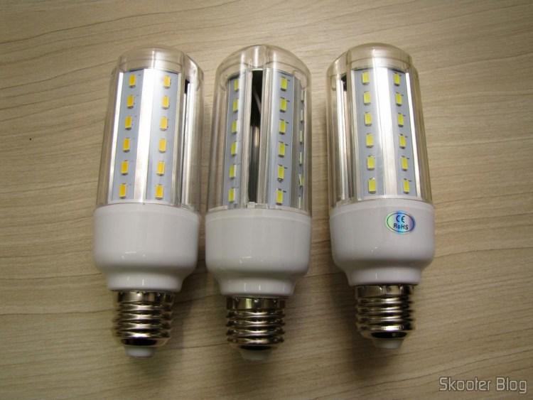 The three LED bulbs 10W SMD 6500 k White 42x5630 XYT 1000 Lumens E27 85 ~ 265V AC (XYT E27 10W 1000lm 6500K 42-5630 SMD LED White Light Lamp - White (AC 85 ~ 265V))