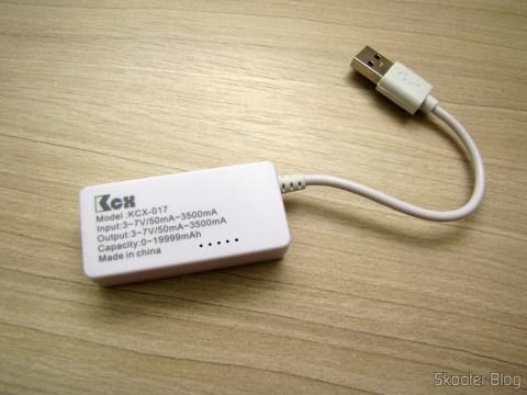 Testador de Tensão, Corrente, Carga e Transmissão de Dados USB com display LCD (LCD Display USB Power Charger Data Transmit Current Voltage Tester + Capacity Tester – White),