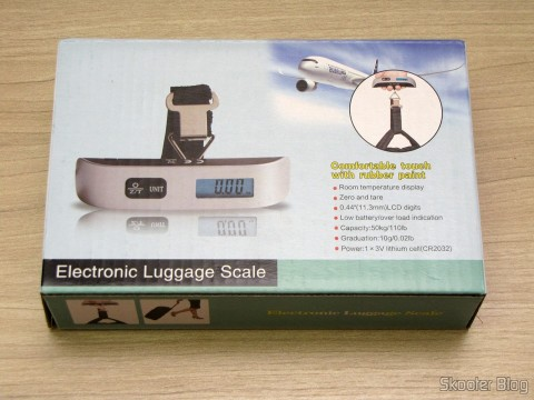 """Digital Luggage Scale with LCD 1.4 """"50Kg / 50g (1.4″ LCD Digital Luggage Scale – 50kg/50g (1 x CR2032)), on its packaging"""
