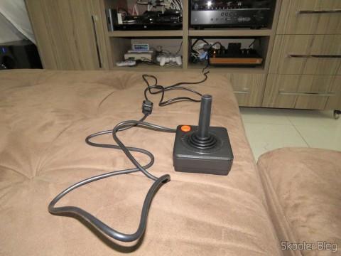 Um dos Dois Cabos Extensores de 1,8m para Joystick de Atari 2600 em funcionamento