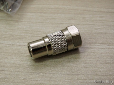One of the 10 Adapters F Male to RCA Female
