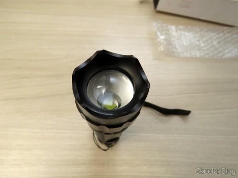 Detalhe da lente da Lanterna Ultrafire 503B 860 lúmens, 5 Modos, Branca, com Zoom, LED Cree XM-L T6