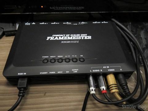 Framemeister XRGB Mini com os cabos conectados