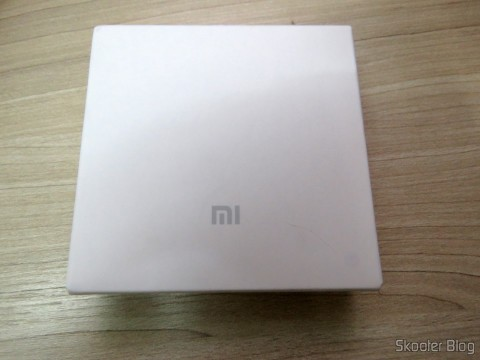 XIAOMI Genuine 10400mAh USB Mobile Power Source Bank w/ 4-LED Indicators – Silver + White, em sua embalagem