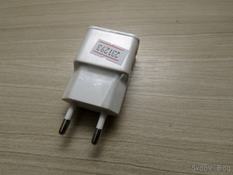 Third Charger w / Dual USB Output for iPhone, iPad, iPod, Samsung Galaxy Tab, etc.