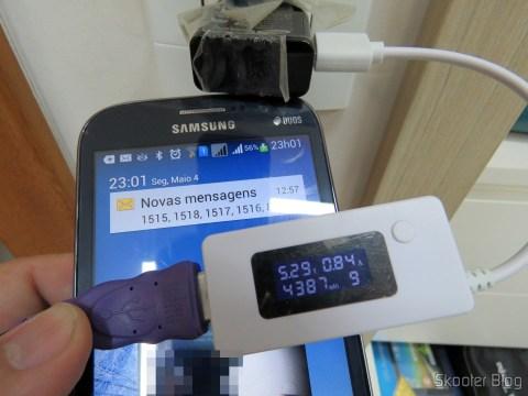 Millionwell 01.0287 USB Male to Micro USB Male Data / Charging Cable – Purple (1.2m) em funcionamento