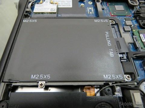 Compartimento de HDD/SSD no Abrindo o Dell Latitude E6220