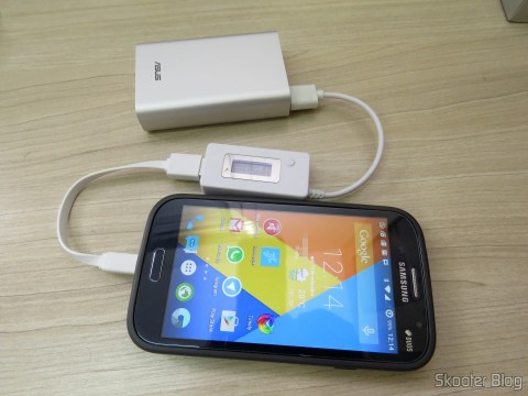ASUS ZenPower 10050 mAh carregando o Samsung Galaxy Grand Duos