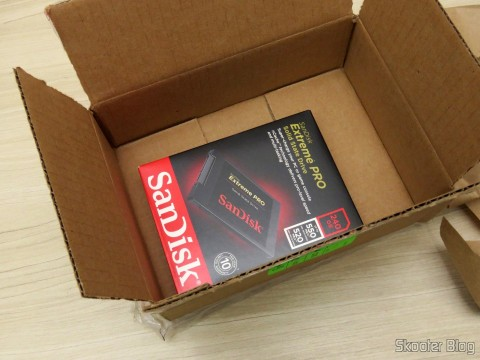 Opening the box with the Sandisk Extreme Pro 240GB