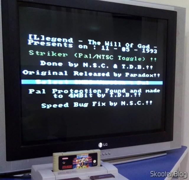 Tela de intro com informações sobre o grupo que realizou a adaptação para que o Striker funcionasse em consoles NTSC.