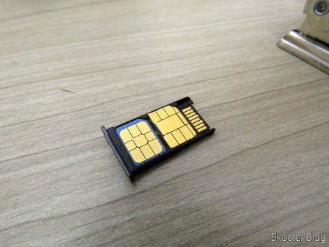 My Vivo Chip already cut to Nano SIM and embedded in Motorola Moto X Play drawer