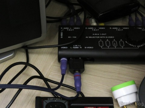 A / V cable with RCA Double Millionwell 150cm connected to the Master System Tec Toy II and Switch A / V