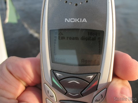 O Nokia 8280, traveling in the Amazon River