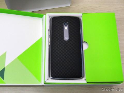 Motorola Moto X Play de 32GB em sua embalagem