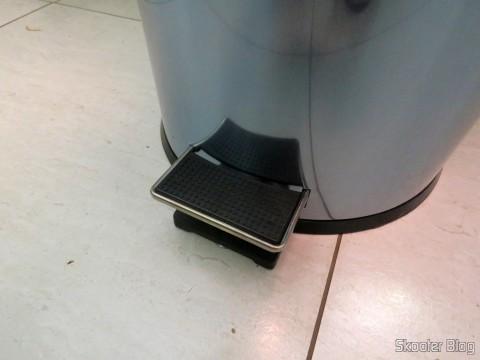 Pedal da Lixeira de Inox com Pedal e Balde Removível 12 Litros Tramontina por dentro