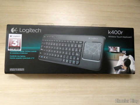 Wireless keyboard with Logitech Touch Mouse K400R, on its packaging