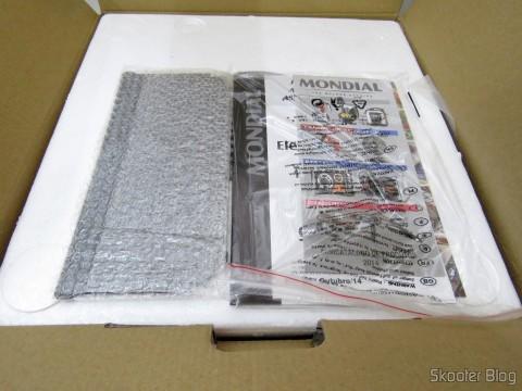 Abrindo a embalagem da Fritadeira Elétrica Mondial Air Fryer Preto