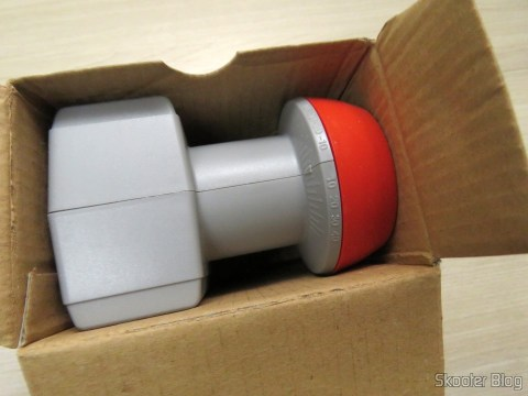 Dual Lnb Offset Antenna Broadband 60 ~ 90 cm Telesystem for Sky, on its packaging