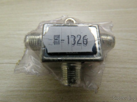 VHF UHF signal mixer Thevear 1020-F, on its packaging