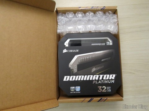 Abrindo a embalagem com o Kit Corsair Dominator Platinum 32GB (4x8GB) DDR3 1600 MHz (PC3 12800) Desktop Memory (CMD32GX3M4A1600C9)