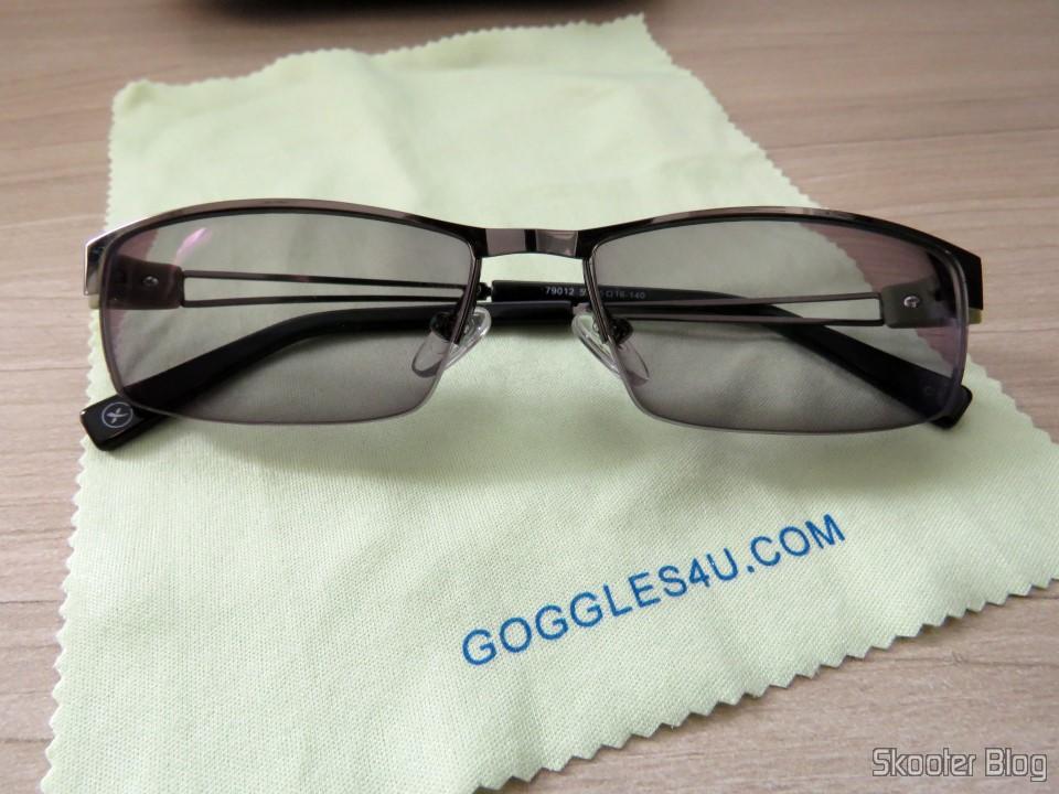 Óculos G4U 79012 com Lentes 1.56 Fotocromáticas Ciinza da Goggles4U, com as  lentes fotocromáticas ativadas 1538c8a593