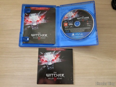 The Witcher 3: Wild Hunt (Playstation 4), with its various extras