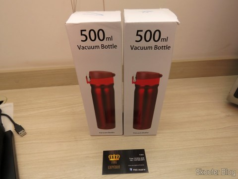 500 ml stainless steel vacuum flasks in their respective packages