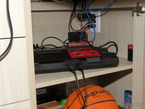 Master System II, with joystick at the entrance 1 and Light Phaser Pistol in the lobby 2