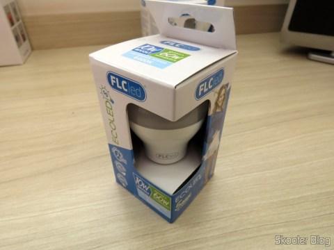 Lâmpada LED FLC 10W 6400K, em sua embalagem