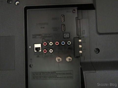 """Entradas e saídas da Smart TV Panasonic Viera 40"""" - TC-40DS600B"""