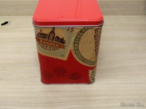 Decorative tin with Steam Iron Black & Decker AJ3000V with Ceramic Gliss