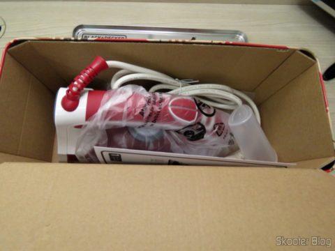 Abrindo a embalagem do Ferro a Vapor Black & Decker AJ3000V with Ceramic Gliss