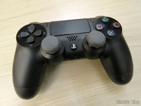 Thumbs Grip para Playstation 4, XBox One, Playstation 3 and Xbox 360 instalados no controlador do Playstation 4