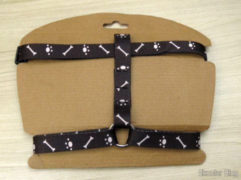 Venice Black pectoral for dogs, on its packaging