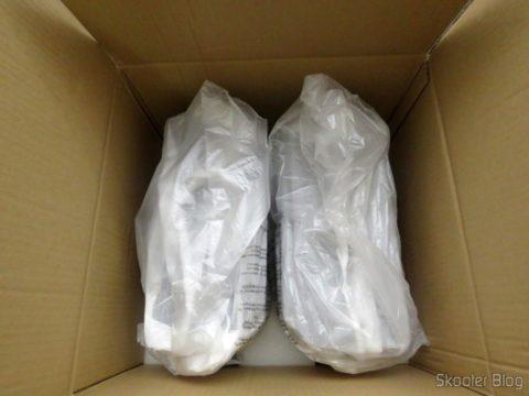 Caixas acústicas JBL em suas embalagens
